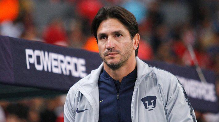 69cadc57d La bienvenida que le dio Hugo Sánchez a Míchel González como entrenador de  Pumas UNAM
